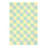 Amarillo verde a cuadros con los balones de fútbol papelería
