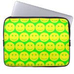 Amarillo y caras sonrientes verdes de neón fundas ordendadores