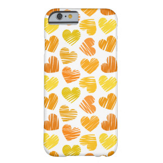 Amarillo y corazones anaranjados y blancos funda de iPhone 6 barely there