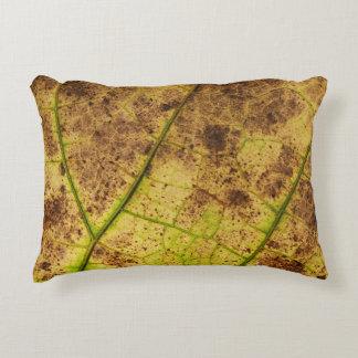 Amarillo y hoja macra de muerte de Brown Cojín Decorativo