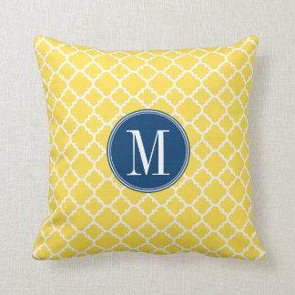Amarillo y monograma del personalizado del modelo  cojines