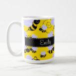 Amarillo y negro manosee la abeja taza de café