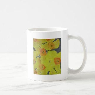 Amarillos de la primavera taza básica blanca