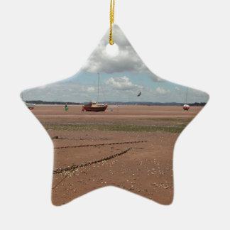 Amarres de marea Barcos varados Devon Reino Unid Ornamento De Navidad