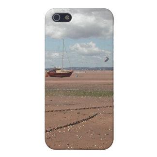 Amarres de marea Barcos varados Devon Reino Unid iPhone 5 Fundas
