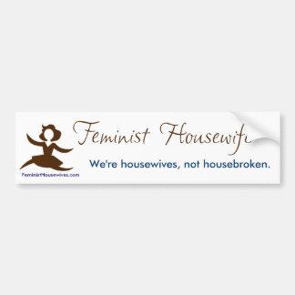 Amas de casa feministas - no housebroken pegatina de parachoque