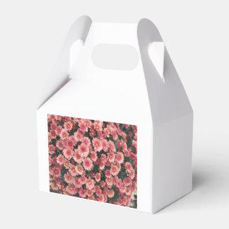 Amazing Pink Chrysanthemum Cluster Favor Box
