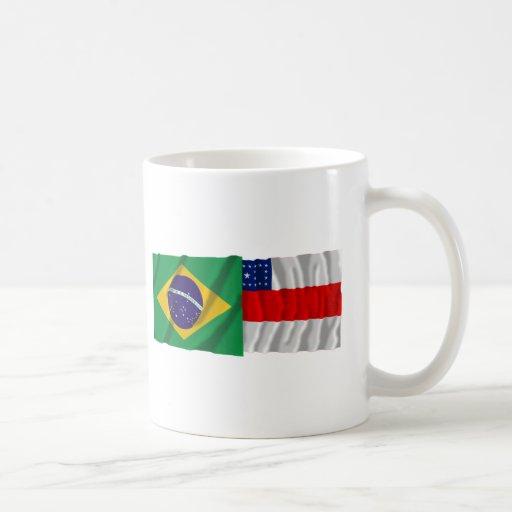 Amazonas y banderas que agitan del Brasil Tazas
