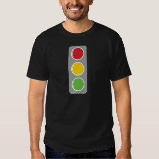 Ámbar verde rojo de los semáforos camisas
