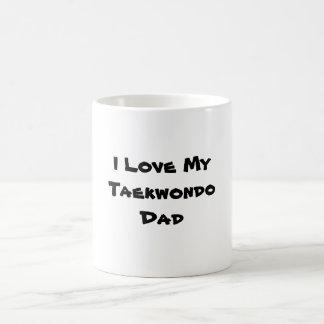 Ame a mi papá del Taekwondo Taza Básica Blanca