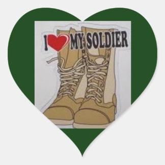 Ame a mi soldado pegatina en forma de corazón