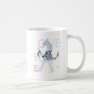 Ame a su enemigo taza