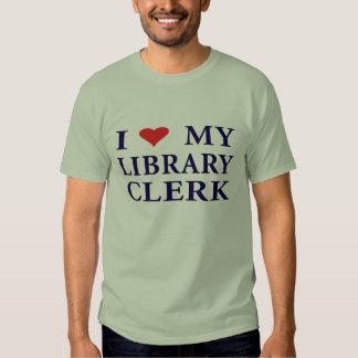 Ame a su vendedor de la biblioteca remera