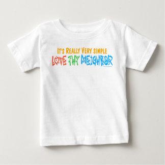 Ame a Thy vecino - corazón, signo de la paz Playeras