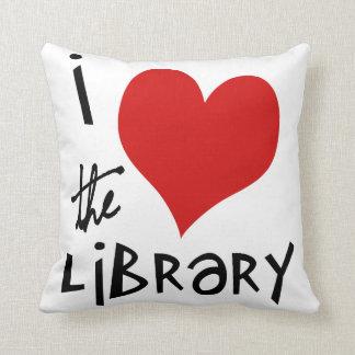Ame la biblioteca cojín decorativo