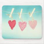 Ame los amortiguadores del corazón en una línea qu tapetes de ratón