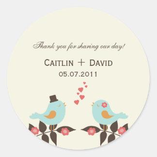 Ame los pájaros que casan los pegatinas del favor/ pegatinas redondas