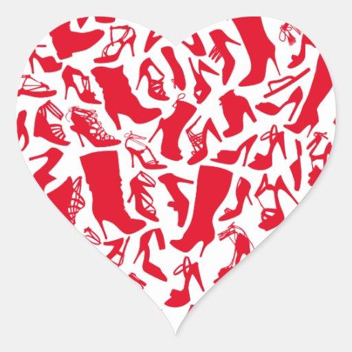 Ame los zapatos, corazón rojo con las siluetas del calcomanía de corazón