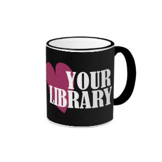 Ame su biblioteca taza de dos colores