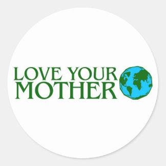 Ame su madre tierra etiqueta redonda