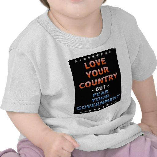 Ame su país camiseta