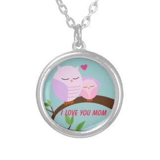 Ámele búho de la mamá y del bebé en rosa collar personalizado