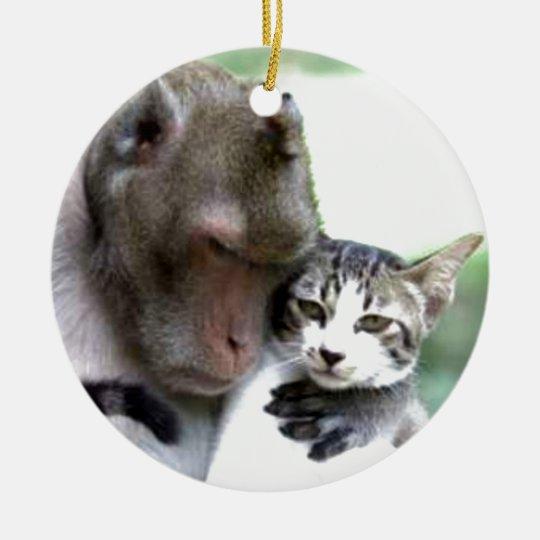 Ámele cualquieras usted es mono con el gato adorno navideño redondo de cerámica