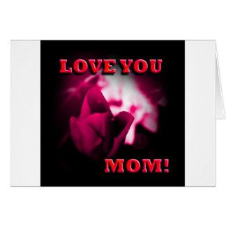 Ámele diseño del rosa rojo de la mamá felicitacion