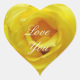 Ámele pegatina del corazón del rosa amarillo