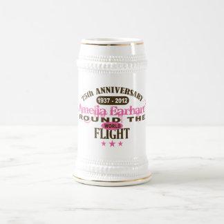 Amelia Earhart aniversario de 75 años Jarra De Cerveza