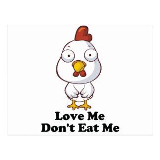 Ámeme no me comen diseño de la gallina tarjeta postal