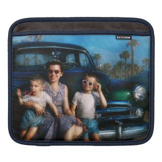 Americana - Car - The classic American vacation iPad Sleeve