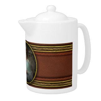 Americana - Radio - The conspiracy expert - 1948 Teapot