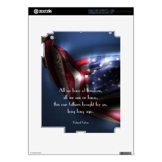 Americano Bandera-con cita de la libertad Calcomanías Para iPad 2