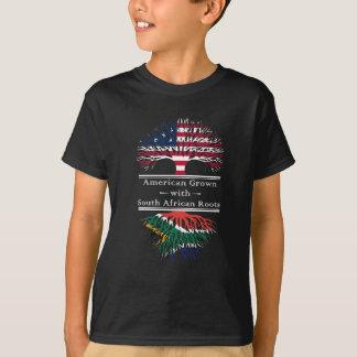 Americano crecido con las raíces surafricanas playera