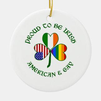 Americano irlandés y gay orgullosos adorno redondo de cerámica