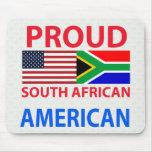 Americano surafricano orgulloso alfombrillas de ratón