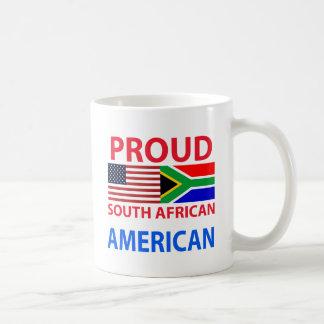 Americano surafricano orgulloso taza básica blanca