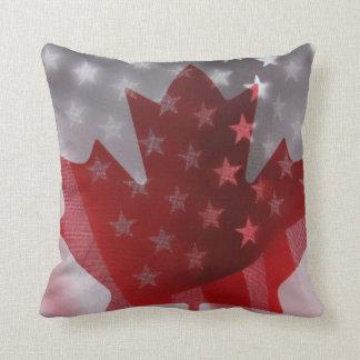Americano y canadiense señala la almohada de tiro
