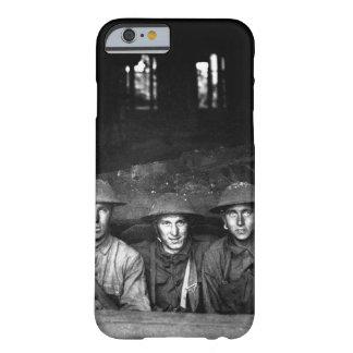 Ametralladora puesta en imagen shop_War del Funda Barely There iPhone 6