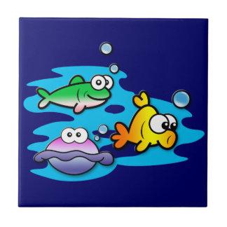 Amigos a pescado azulejo cuadrado pequeño