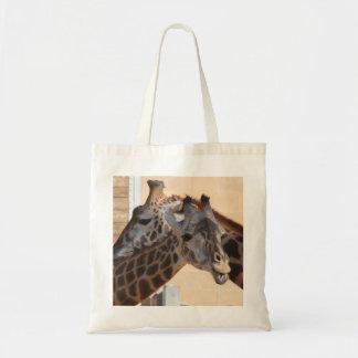 Amigos de la jirafa en la bolsa de asas