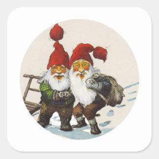 Amigos del gnomo en el navidad pegatina cuadrada