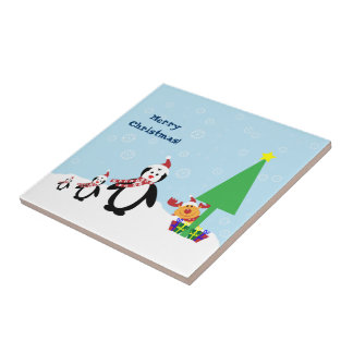 Amigos del navidad: Pingüinos y reno en la nieve Azulejo Cuadrado Pequeño