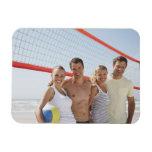 Amigos en corte de voleibol de playa imán de vinilo