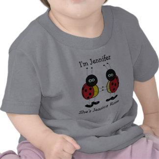 Amigos personalizados de la mariquita de los gemel camisetas