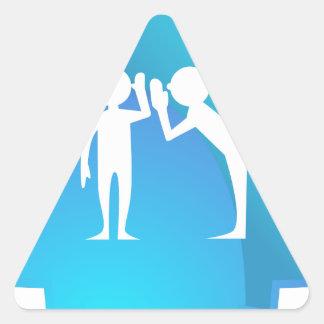 Amigos que comparten un secreto pegatina triangular