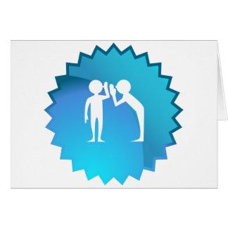 Amigos que comparten un secreto tarjeta de felicitación