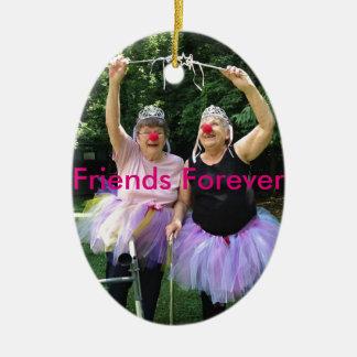 Amigos + Tutúes = tiempos de la diversión Adorno Navideño Ovalado De Cerámica