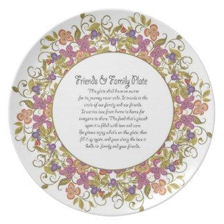 Amigos y placa 5 de la familia plato para fiesta